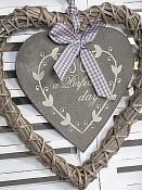 Srdce z proutí s cedulkou a nápisem a Perfect day