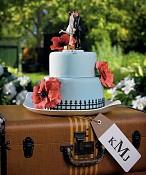 Svatební dort s figurkou Polibek a jsme fuč