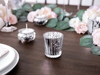 Stříbrný svícen na svatební stůl