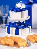 ukázka možného dozdobení - krabička na svatební mandle s modrou mašlí