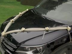 Šerpa na svatební auto vanilla ivory se saténovými kvítky