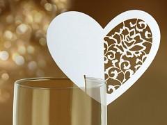Jmenovka na skleničku vyřezávané srdce bílé