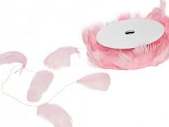 Peří světle růžové na drátku 10 m