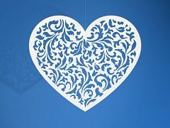 Dekorace vyřezávané srdce 10 ks