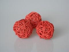Ratanová koule cihlově červená průměr 5 cm