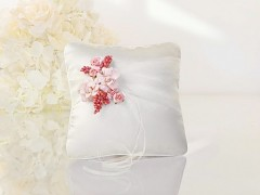 Polštářek pod prstýnky ivory a světle růžové kvítky