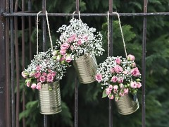 Závěsné květináče zlaté plechovky 5 ks