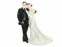 Svatební figurka Nevěsta opřená o ženicha