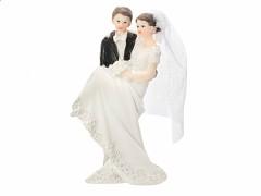 Svatební figurka Ženich držící nevěstu v náruči