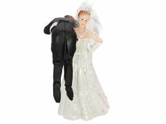 Svatební figurka Nevěsta s ženichem na rameni