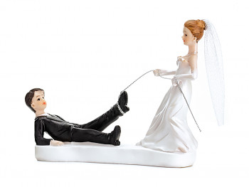 Svatební figurka Nevěsta táhne ženicha lasem za nohu