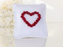 Polštářek pod prstýnky bílý rudé srdce