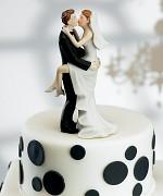 Figurka na svatební dort Líbající se novomanželé