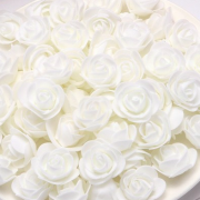Růžička pěnová bílá 3,5 cm