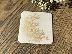 Nápojový tácek se zlatými květy