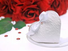Krabička srdíčko na svatební mandle bílá 10 ks