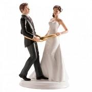 Nevěsta a ženich v prstýnkách - svatební figurky