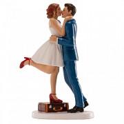 Nevěsta a ženich před svatební cestou  - svatební figurky
