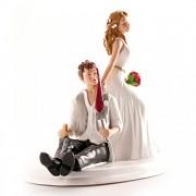 Nevěsta táhnoucí ženicha - svatební figurky