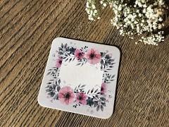 Nápojový tácek jmenovka šedá s lučními květy