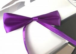 Saténová mašle fialová se stuhou